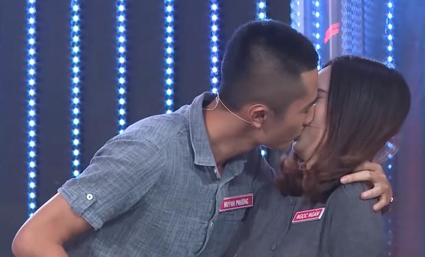 Trước khi hẹn hò với Sĩ Thanh, Huỳnh Phương từng hôn bạn gái cũ đắm đuối trên truyền hình - Ảnh 2.