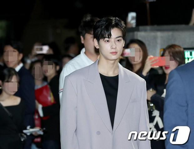 Dàn sao hạng A đổ bộ siêu sự kiện: Jisoo (BLACKPINK) đè bẹp Shin Min Ah, đau đầu vì quân đoàn nam thần quá hot hội tụ - Ảnh 14.