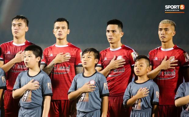 Đình Trọng đang dưỡng thương vẫn vào TPHCM thăm bạn gái và cổ vũ cho đội bóng cũ tại V.League - Ảnh 10.