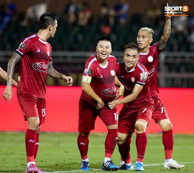 Đình Trọng đang dưỡng thương vẫn vào TPHCM thăm bạn gái và cổ vũ cho đội bóng cũ tại V.League - Ảnh 5.