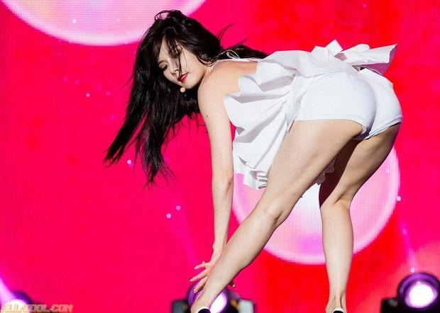 Cậy được gọi là nữ idol sexy bậc nhất Kpop, HyunA cứ năm lần bảy lượt làm lố trên sân khấu khiến fan cũng chỉ biết thở dài ngao ngán - Ảnh 7.