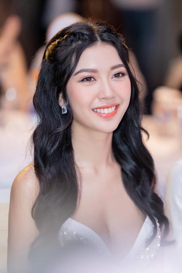 Học vấn dàn ứng viên Hoa hậu Hoàn vũ Việt Nam 2019: Thuý Vân tưởng ghê gớm nhưng vẫn chưa bằng nhiều đàn em khác - Ảnh 1.