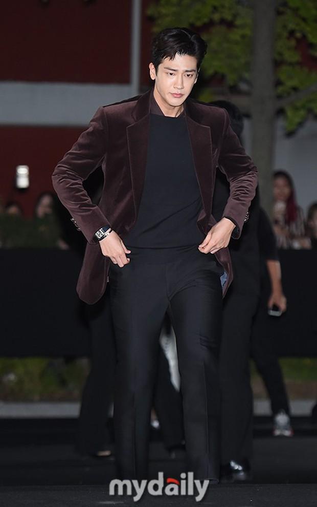 Dàn sao hạng A đổ bộ siêu sự kiện: Jisoo (BLACKPINK) đè bẹp Shin Min Ah, đau đầu vì quân đoàn nam thần quá hot hội tụ - Ảnh 21.
