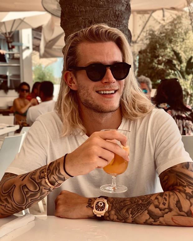 Thủ thành đẹp trai Karius lại mắc lỗi siêu ngớ ngẩn, fan bắt đầu khuyên anh bỏ nghiệp cầu thủ đi làm người mẫu - Ảnh 7.