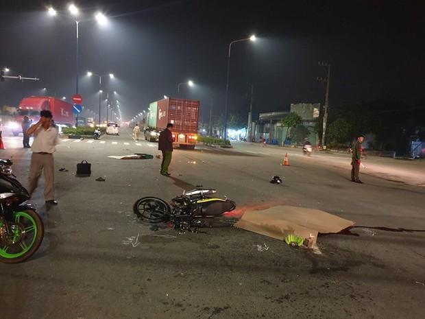 2 vợ chồng trẻ chết thảm dưới bánh xe container ở Bình Dương - Ảnh 1.