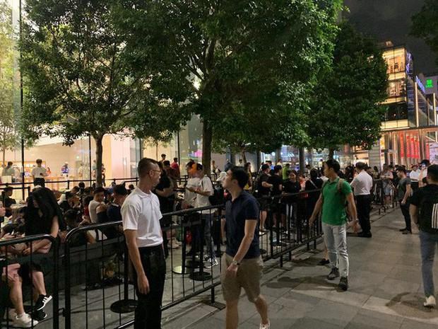 Từ Singapore: Cô gái Việt số thứ tự 01 kể hành trình xếp hàng 30 tiếng săn iPhone 11 - Ảnh 3.