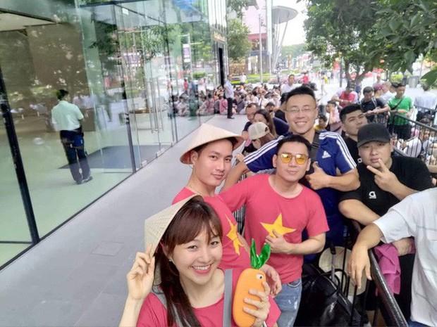 Từ Singapore: Cô gái Việt số thứ tự 01 kể hành trình xếp hàng 30 tiếng săn iPhone 11 - Ảnh 1.