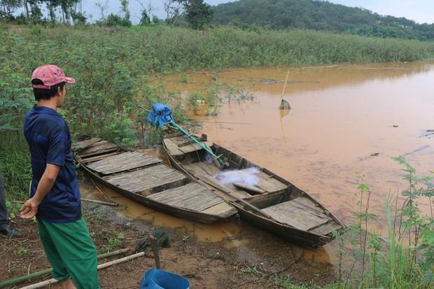 Lật xuồng trên hồ thủy điện Thác Mơ, 3 học sinh chết đuối - Ảnh 1.