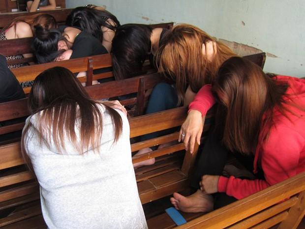 """Thiếu nữ 17 tuổi tham gia đường dây bảo kê, chăn dắt gái """"dịch vụ"""" tại Nam Định - Ảnh 1."""
