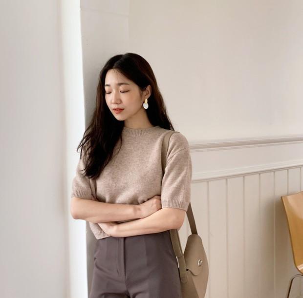 Nàng công sở vào mà xem 4 kiểu áo hô biến vẻ ngoài trở nên sang trọng, quý phái chẳng kém gì mấy cô yêu nữ hàng hiệu - Ảnh 14.