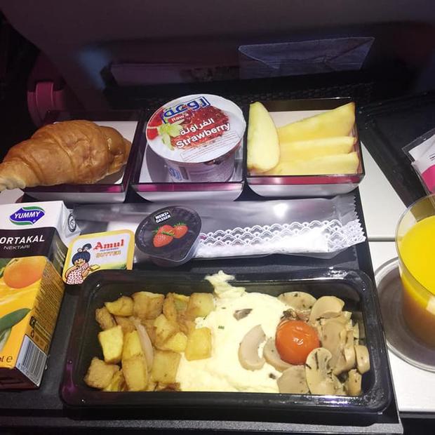So sánh các suất ăn trên những chuyến bay quốc tế: Hãng hàng không quốc gia Việt Nam vẫn xuất sắc nhất còn lại thì... thà ăn mì gói còn hơn! - Ảnh 2.
