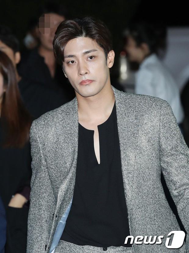 Dàn sao hạng A đổ bộ siêu sự kiện: Jisoo (BLACKPINK) đè bẹp Shin Min Ah, đau đầu vì quân đoàn nam thần quá hot hội tụ - Ảnh 20.