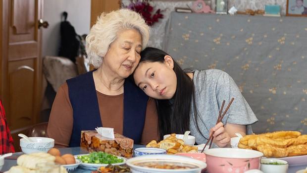Richkid Châu Á Awkwafina bỗng dưng deep lạ lùng khi hồi hương thăm bà ở Lời Từ Biệt! - Ảnh 5.