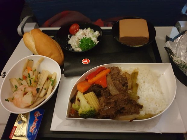 So sánh các suất ăn trên những chuyến bay quốc tế: Hãng hàng không quốc gia Việt Nam vẫn xuất sắc nhất còn lại thì... thà ăn mì gói còn hơn! - Ảnh 7.