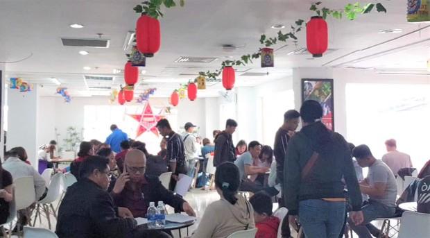 """Cả trăm khách hàng đến đòi lại tiền, nhân viên Alibaba đề nghị viết """"tâm thư"""" không bị công ty lừa - Ảnh 1."""