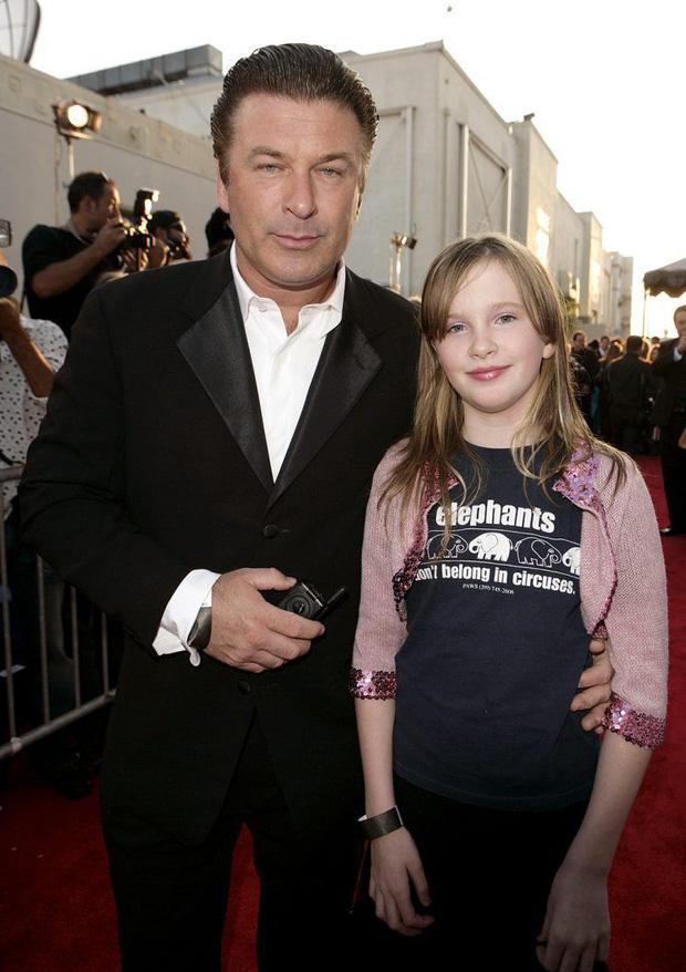 Công chúa nhà sao Hollywood nay đã lớn cả rồi: Kaia Gerber xinh ngút ngàn cũng chưa bằng ái nữ tài tử Fast & Furious - Ảnh 20.
