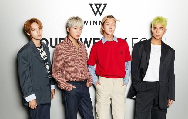 """Dân tình náo loạn khi BLACKPINK, iKON và loạt nghệ sĩ bất ngờ tập trung gấp tại trụ sở YG Entertainment: Sắp có """"biến"""" lớn? - Ảnh 6."""