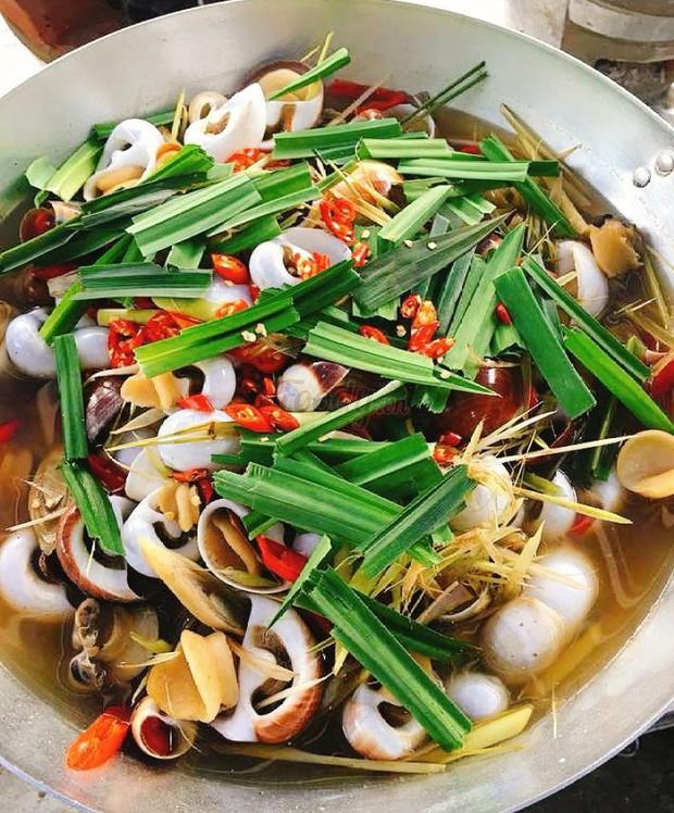 """Phá đảo con phố ốc chảo hot """"rần rần"""" ở kinh đô ẩm thực Sài Gòn, bạn đã đến thử chưa? - Ảnh 5."""