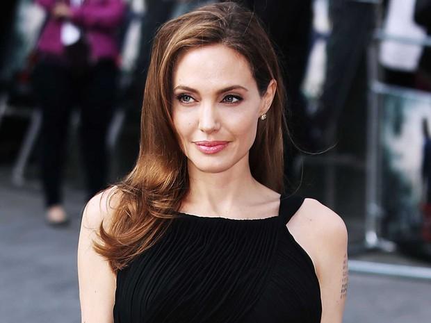 Hậu trường bom tấn Marvel - Eternals: Angelina Jolie nhuộm tóc bạch kim, cưa sừng làm em gái múc nước miền Tây? - Ảnh 4.