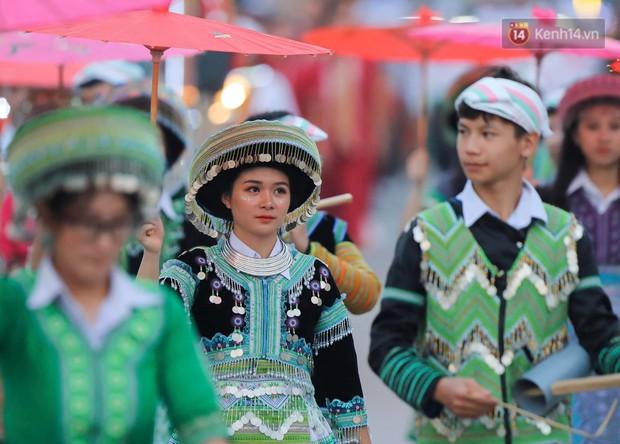 Ảnh: 5.000 người tham gia màn biểu diễn nghệ thuật Xòe Thái tại lễ hội du lịch, văn hóa Mường Lò - Ảnh 4.