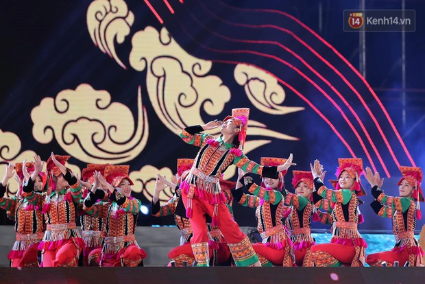 Ảnh: 5.000 người tham gia màn biểu diễn nghệ thuật Xòe Thái tại lễ hội du lịch, văn hóa Mường Lò - Ảnh 6.