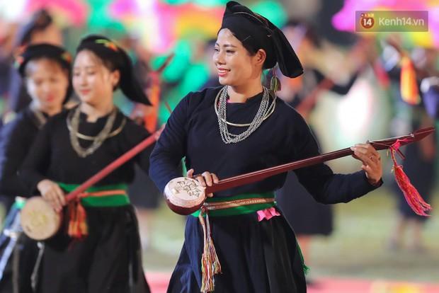 Ảnh: 5.000 người tham gia màn biểu diễn nghệ thuật Xòe Thái tại lễ hội du lịch, văn hóa Mường Lò - Ảnh 10.
