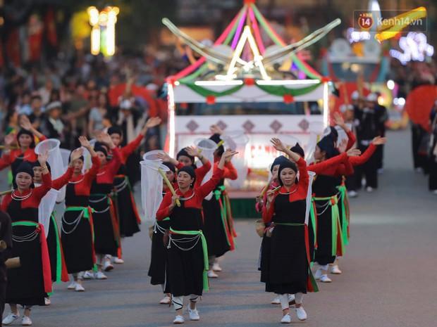 Ảnh: 5.000 người tham gia màn biểu diễn nghệ thuật Xòe Thái tại lễ hội du lịch, văn hóa Mường Lò - Ảnh 3.