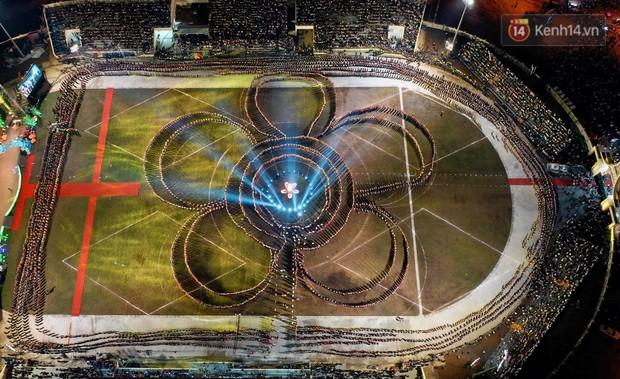 Ảnh: 5.000 người tham gia màn biểu diễn nghệ thuật Xòe Thái tại lễ hội du lịch, văn hóa Mường Lò - Ảnh 1.