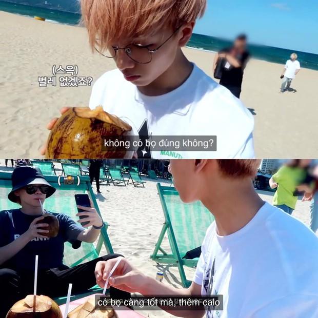 """SM tung vlog NCT Dream đến Đà Nẵng theo style… """"chóng mặt"""", nhưng phản ứng của cậu út khi uống nước dừa có bọ còn gây choáng hơn - Ảnh 12."""