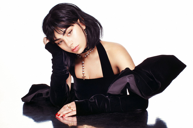 """Thánh tự luyến Charli XCX: Hết xưng là """"đấng cứu thế"""" của nền nhạc Pop, giờ lại tự khen ngất trời album của chính mình - Ảnh 10."""