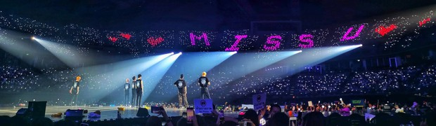 Fan BLACKPINK, TWICE bất ngờ trà trộn vào concert mới nhất của EXO: Chỉ đơn giản là fan lai hay đi cà khịa dạo? - Ảnh 1.