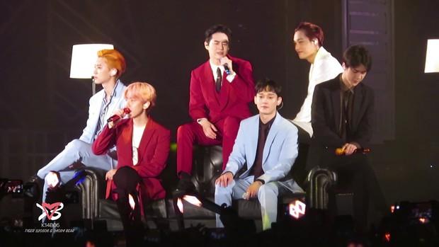 Fan BLACKPINK, TWICE bất ngờ trà trộn vào concert mới nhất của EXO: Chỉ đơn giản là fan lai hay đi cà khịa dạo? - Ảnh 6.