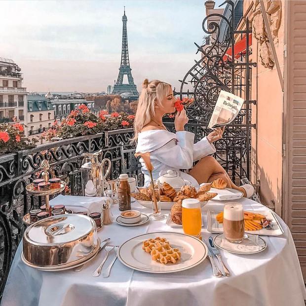 """Room tour """"ngổn ngang"""" của Ngọc Trinh ở khách sạn Paris tiết lộ sự thật về 1 kiểu người chúng ta hay gặp mỗi khi đi khách sạn - Ảnh 3."""