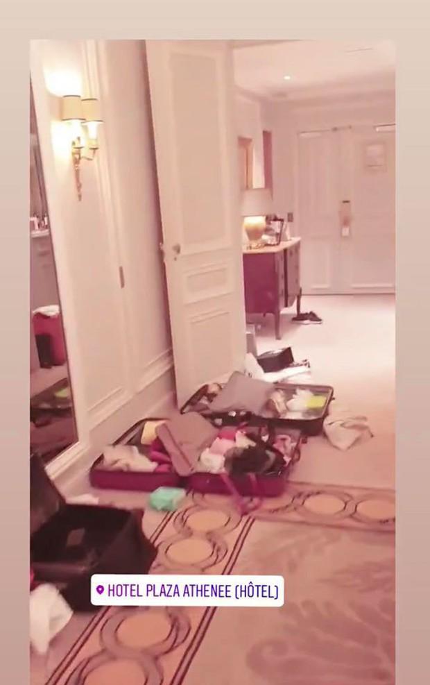 """Room tour """"ngổn ngang"""" của Ngọc Trinh ở khách sạn Paris tiết lộ sự thật về 1 kiểu người chúng ta hay gặp mỗi khi đi khách sạn - Ảnh 7."""
