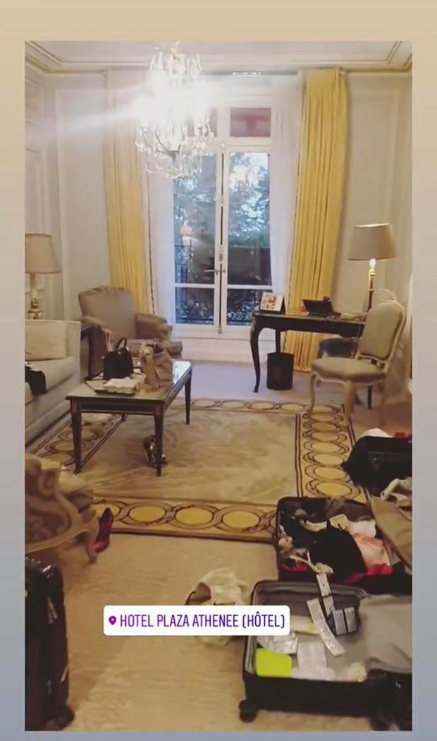 """Room tour """"ngổn ngang"""" của Ngọc Trinh ở khách sạn Paris tiết lộ sự thật về 1 kiểu người chúng ta hay gặp mỗi khi đi khách sạn - Ảnh 5."""