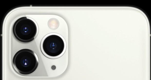 Đã tìm ra nguyên nhân vì sao camera iPhone 11 Pro trông chướng mắt đến vậy! - Ảnh 1.