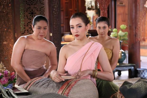 4 mẹ chồng trời ơi đất hỡi ở phim Thái: Chị thì mê cà khịa, nhưng đáng chỉ trích hơn cả là màn bách hợp với con dâu? - Ảnh 9.
