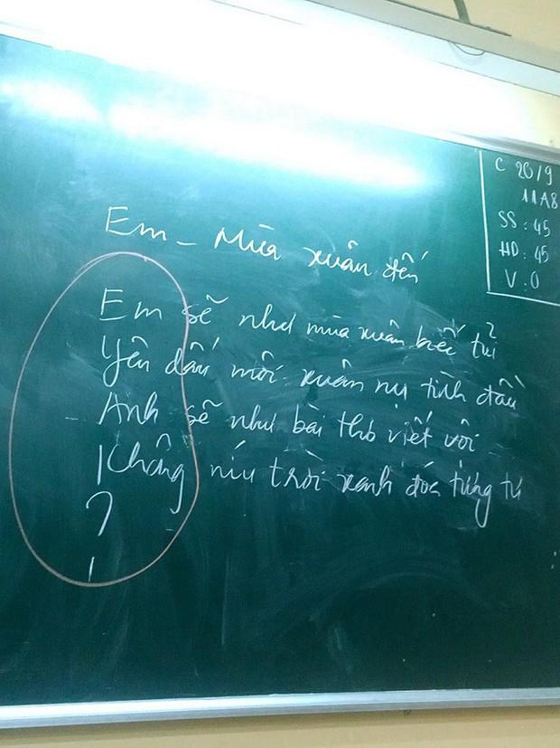 Phì cười trước cách cô giáo chỉ học trò cưa đổ crush bằng thơ, ai bảo thầy cô nghiêm khắc chắc chưa thầy cô giáo này rồi - Ảnh 1.