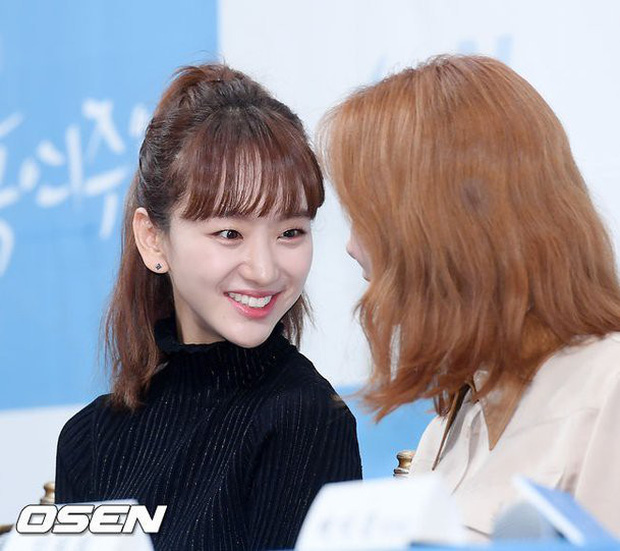 Ji Chang Wook đẹp không góc chết, dìm đẹp nhan sắc nữ chính tại họp báo Nhẹ Nhàng Tan Chảy - Ảnh 12.