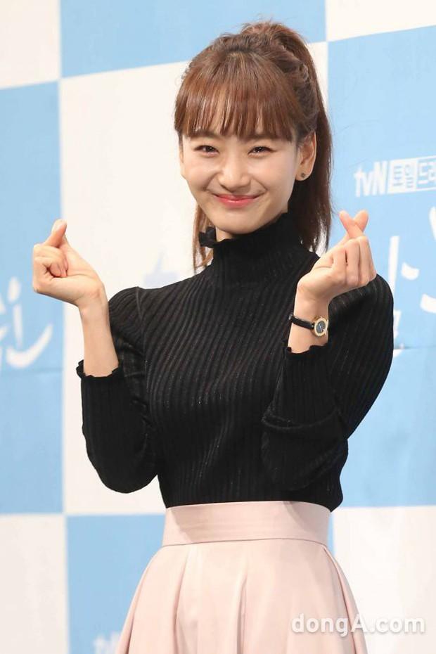 Ji Chang Wook đẹp không góc chết, dìm đẹp nhan sắc nữ chính tại họp báo Nhẹ Nhàng Tan Chảy - Ảnh 13.
