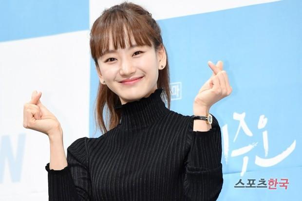 Ji Chang Wook đẹp không góc chết, dìm đẹp nhan sắc nữ chính tại họp báo Nhẹ Nhàng Tan Chảy - Ảnh 10.