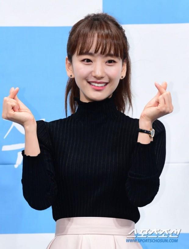 Ji Chang Wook đẹp không góc chết, dìm đẹp nhan sắc nữ chính tại họp báo Nhẹ Nhàng Tan Chảy - Ảnh 11.