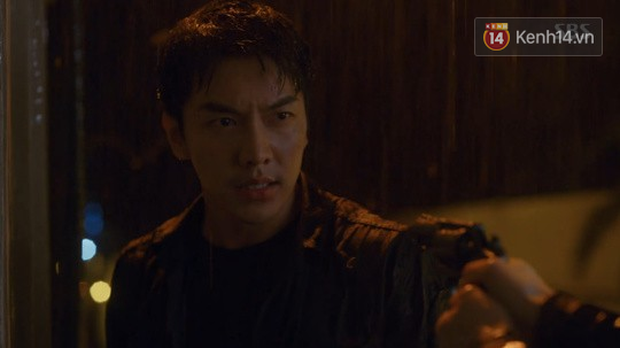 Dọa cho nổ tung đầu Suzy, Lee Seung Gi được chị đẹp cho ăn cú tát lật mặt ngay tập 2 Vagabond - Ảnh 4.