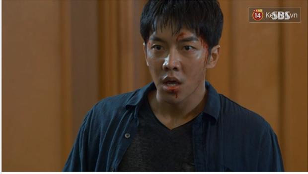 Dọa cho nổ tung đầu Suzy, Lee Seung Gi được chị đẹp cho ăn cú tát lật mặt ngay tập 2 Vagabond - Ảnh 1.