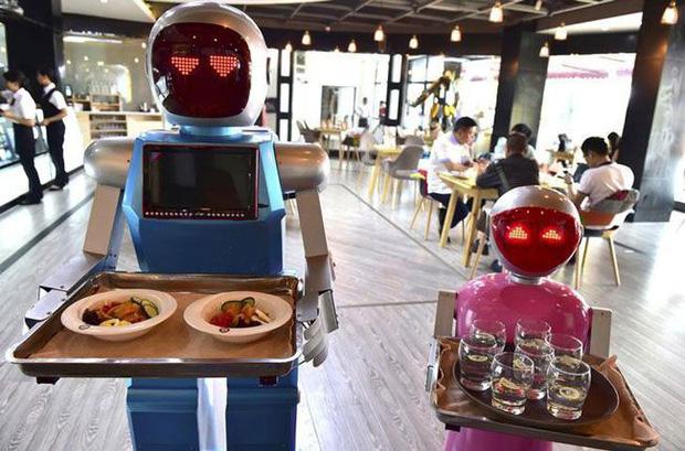 Khi giới trẻ Trung Quốc không muốn làm phục vụ bàn, các cửa hàng đành nhờ cậy vào robot - Ảnh 5.