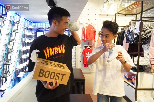 Phỏng vấn giới trẻ săn Yeezy Mây Trắng: xếp hàng vài hôm ròng rã, đa phần mua để resell từ 8 - 12 triệu VNĐ/đôi - Ảnh 3.