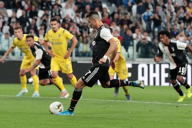 Ronaldo: Dư luận thật ngốc nghếch và lắm mồm - Ảnh 1.