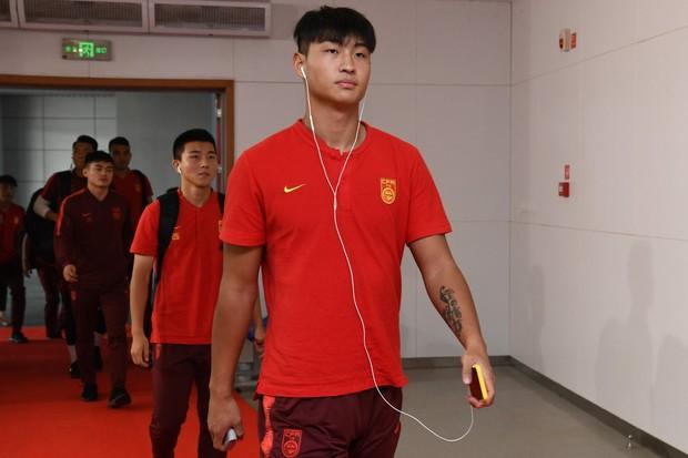 Chê đội nhà vì để thua trước Việt Nam, tuyển thủ Trung Quốc lập tức bị cấm thi đấu dài hạn - Ảnh 1.
