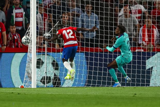 Barca thảm bại trước đội bóng mới lên hạng cùng loạt thống kê siêu tệ hại, fan đồng loạt kêu gọi sa thải ông thầy được Messi hết lòng ủng hộ - Ảnh 2.