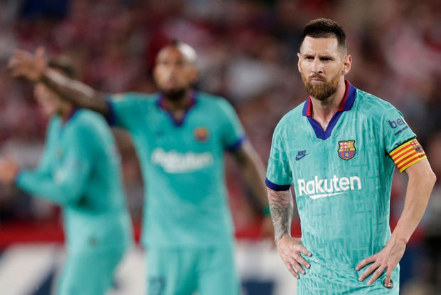 Barca thảm bại trước đội bóng mới lên hạng cùng loạt thống kê siêu tệ hại, fan đồng loạt kêu gọi sa thải ông thầy được Messi hết lòng ủng hộ - Ảnh 1.